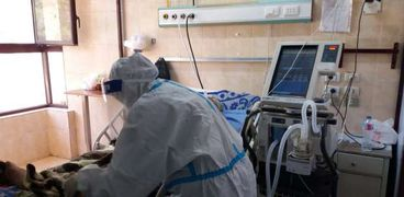 صحة اسيوط: تفعيل بروتوكول العلاج الطبيعي لعلاج حالات مرضي الكورونا داخل العنايات المركزة .