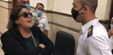 صورة من فيديو اعتداء مستشارة على ضابط