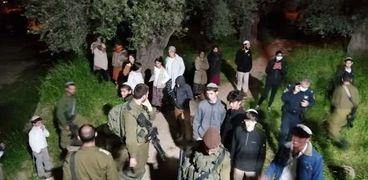مستوطنون يهاجمون منازل فلسطينية بـ نابلس..ويحاولون اختطاف طفل في جالود