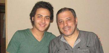 عمرو عبدالجليل وابنه