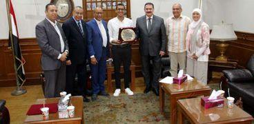 المهندسين تكرم أحمد الجندي صاحب فضية أولمبياد طوكيو