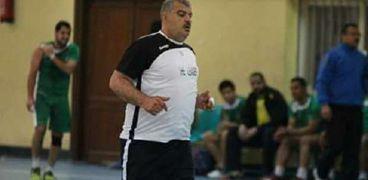 حسين سليمان لاعب ومدرب كرة يد في الأربعنيات من عمره
