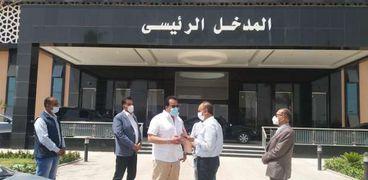 وزير التعليم العالي يتفقد مستشفى العاشر ويوجه بالانتهاء من التجهيزات