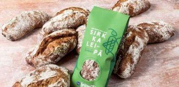 """خبز جديد مصنوع من """"الصراصير"""" في أسواق فنلندا"""
