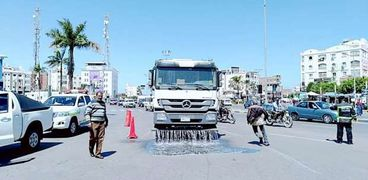 رش وتطهير شوارع مدينة الغردقة