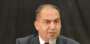 الدكتور محمد عطوة عميد كلية التجارة جامعة المنصورة