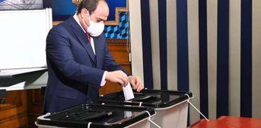 صور.. الرئيس السيسي يدلي بصوته في انتخابات مجلس النواب بمصر الجديدة