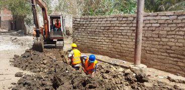 بدء مد وتدعيم شبكات مياه الشرب بطحا في بني سويف ضمن مبادرة حياة كريمة