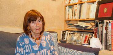 """""""إيفيلين"""" خزافة سويسرية حوّلت حياة قرية فقيرة بالفيوم للعالمية"""