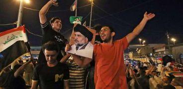 مناصرو مقتدى الصدر في النجف بعد اغلاق صناديق الاقتراع