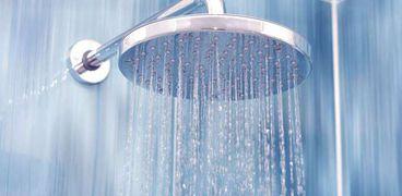 7 أخطاء أثناء الإستحمام.. تضر الشعر والجسد
