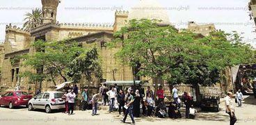 العبادة لا تنقطع فى مسجد الخازندار