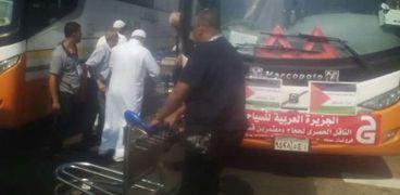 حجاج دولة فلسطين خلال وصولهم مطار القاهرة