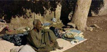 «قسوة أم» تطرد ابنها وبناته الثلاثة في الشارع بالأقصر