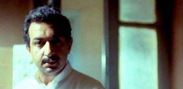 نور الشريف في مشهد من فيلم سواق الأتوبيس