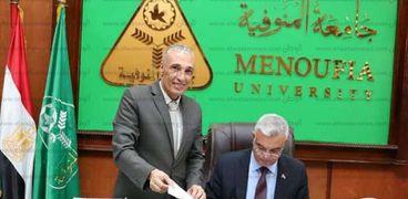 رئيس الجامعة وعميد كلية الآداب