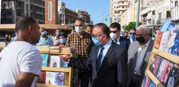 محافظ الإسكندرية يتفقد تجربة جديدة بترام المدينة لضمان سلامة المواطنين من فيروس كورونا المستجد.. ويوجه بدراستها وإمكانية تعميمها