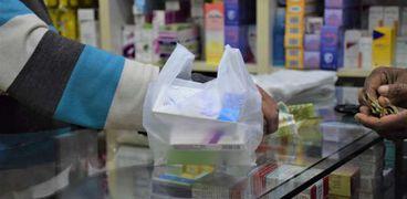 أشهرها «الباراسيتامول».. ارتفاع الخامات ينذر بزيادة أسعار الأدوية