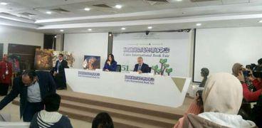 انطلاق اللقاء الفكري مع فاروق جويدة في معرض الكتاب