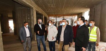 مسؤولو «الإسكان» يتفقدون مشروعات تطوير منطقة مثلت ماسبيرو بالقاهرة