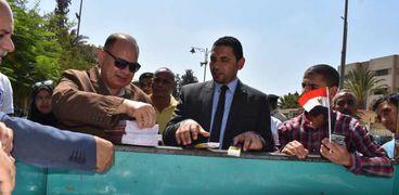 سعد يطالب باستمرار معارض المستلزمات المدرسية والسلع الغذائية في الفيوم