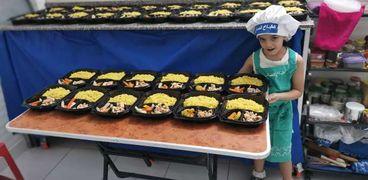 طفلة متطوعة