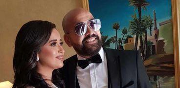 باكينام ابنة الفنان صلاح رشوان وزوجها خلال عقد قرانهما