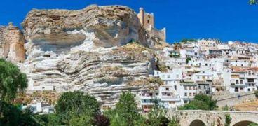 مدينة إسبانية تبحث عن سكان جدد