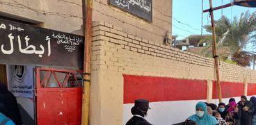 """توافد المواطنين للإدلاء بأصواتهم في إعادة """"النواب"""" بأسوان"""