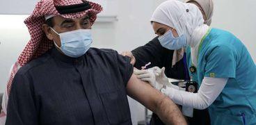 تدشين حملة تطعيم ضد كورونا في الكويت..ورئيس الوزراء: لقاح فايزر آمن