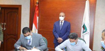 محافظ سوهاج يشهد توقيع بروتوكولي تعاون لتدريب 280 من ذوي الإعاقة