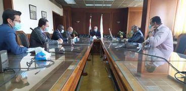 وزير الري يستقبل سكرتير لجنة الشئون الخارجية الفرنسي
