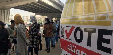 الشباب يحتشدون أمام لجان مدينة نصر للتصويت في الإعادة قبل الراحة