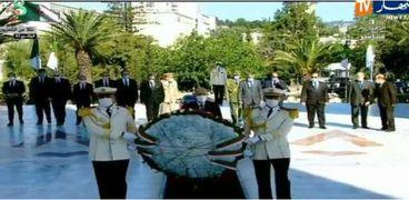 الرئيس الجزائري يزور مقام الشهيد بمناسبة عيد الاستقلال