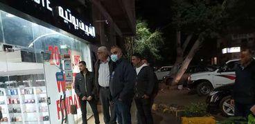 اللواء احمد عبد الفتاح رئيس حي الدقي يقود حملات مواجهة الكافيهات المخالفة ورفع السيارات المتروكة من الشوارعحملات لمواجهة الكافيهات المخالفة بالدقي