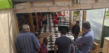 تشميع كافية في الإسكندرية بعد تقديم الافطار والشيشة