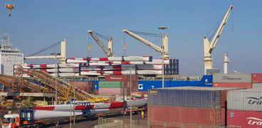 ميناء الأدبية يستقبل معدات كهرباء الرياح بحمولة ٨ ألاف طن