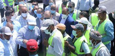 وزير النقل يتابع معدلات تنفيذ المرحلة الأولى من محور ديروط الحر
