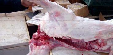 القبض على صاحب محل جزارة لاتهامه بختم اللحوم بخاتم مزور