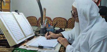 الحاج عبدالله مسن أمي كتب القرآن الكريم