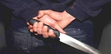 زوج يقتل زوجته أمام أطفاله ويخفي رأسها في الثلاجة