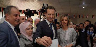 بشار الأسد خلال الإدلاء بصوته فى الانتخابات الرئاسية