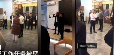 شركة صينية تعاقب موظفيها بأكل الصراصير