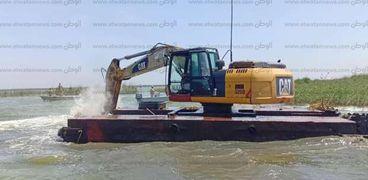 محافظ كفر الشيخ يتابع حملة إزالة التعديات على بحيرة البرلس