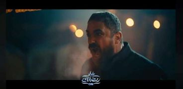 أمير كرارة في مشهد من مسلسل نسل الأغراب