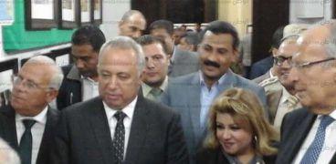وزير التنمية المحلية يتفقد مركز الإسماعيلية الوثائقي عقب وصوله المحافظة