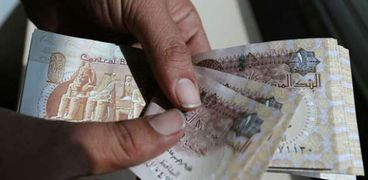 البنك المركزي يعتزم طرح العملات البلاستيكية وجدل حول مصير الورقية
