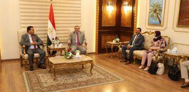 سعفان يستقبل وزير العمل الليبي لبحث عودة العمالة المصرية للجماهيرية
