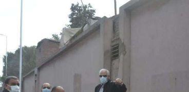 محافظ الجيزة  اثناء متابعه اعمال تطوير شارع السودان.
