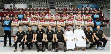 بعثة منتخب قطر خلال استعدادتها للسفر إلى مصر للمشاركة ببطولة كأس العالم لكرة اليد